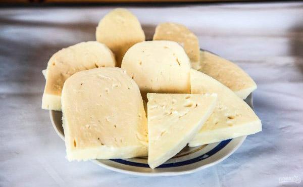 Adige peynirinin kalorili içeriği ve beslenme beslenmesindeki faydaları 94